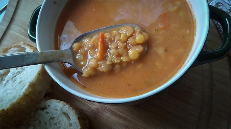 гороховый суп в ложке картинка