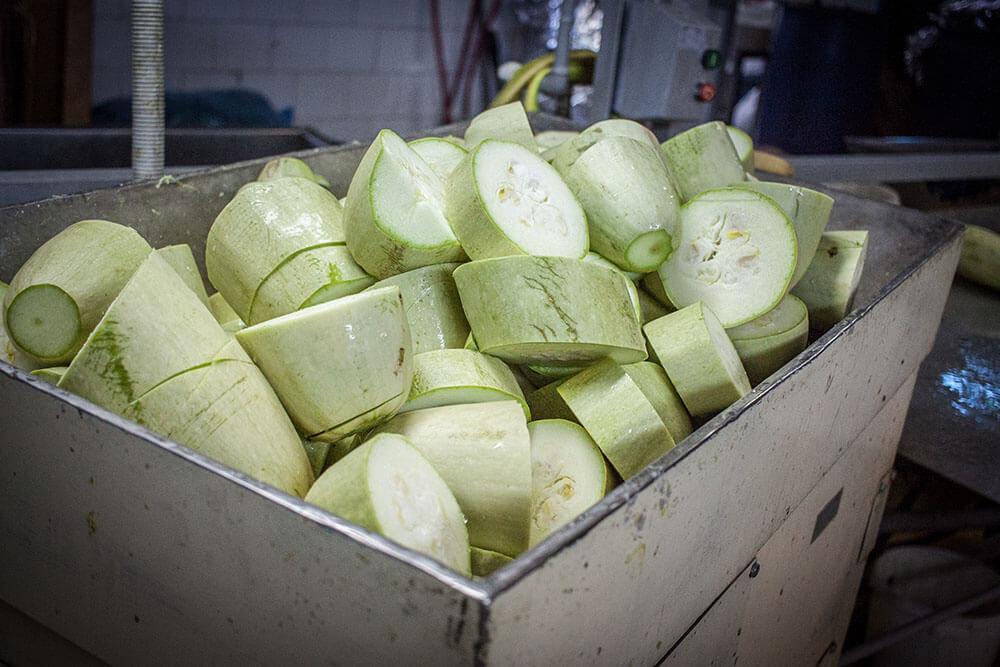 Консервированные овощи производятся из свежих недалеко от места их сбора