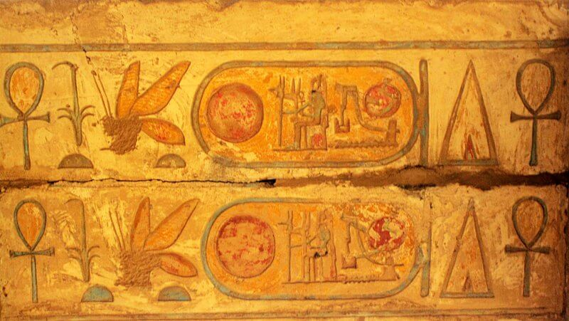В гробнице Тутанхамона обнаружили чаши со съедобным мёдом