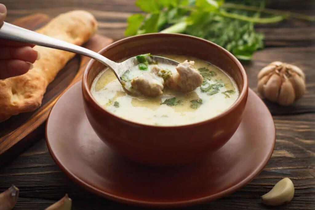 Чихиртма - густой куриный суп, изготовленный по уникальной технологии